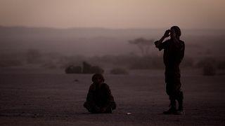 مقاتلون من جبهة البوليزاريو في قرية تيفاريتي في الصحراء الغربية. 2011/02/27