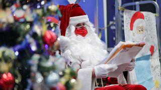 Le Père Noël lisant les lettres adressées par les enfants - Libourne (France), le 10/12/2020