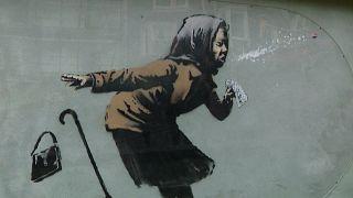 ویدئو؛ تازهترین نقاشی دیواری بنکسی با عنوان «عطسه» رونمایی شد