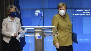 Ursula von der Leyen und Angela Merkel am Schlusstag des EU-Gipfels in Brüssel