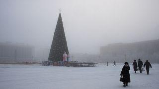 الساحة الرئيسية لمدينة ياكوتسك بشرق سيبيريا تبلغ درجة حرارة الهواء حوالي 41 درجة مئوية تحت الصفر.