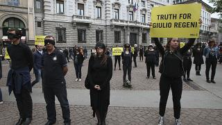 أعضاء من منظمة العفو الدولية في ميلانو مطالبين بتحقيق العدالة في قضية ريجيني