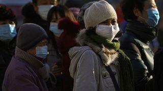 ركاب في العاصمة الصينية بيكين يرتدون كمامات للحد من انتشار الوباء. 2020/12/10