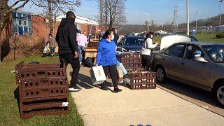 شاهد: توزيع المعونات الغذائية  في ولاية ماريلاند الأمريكية