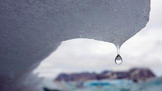 Jéghegy olvad a grönlandi Kulusuk-öbölben