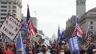 مؤيدون لترامب يتظاهرون خلال تجمع في ساحة الحرية في واشنطن. 2020/12/12