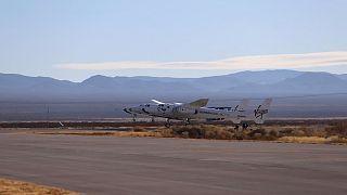إقلاع مركبة فيرجن غالاكتيك الفضائية من مطار جنوب نيو مكسيكو. 2020/12/12