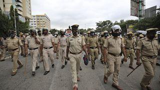 عناصر شرطة في مدينة بنغالور في الهند. 2020/12/09