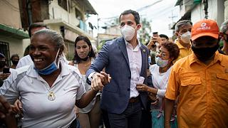 Guaidó rodeado de seguidores en Caracas, Venezuela