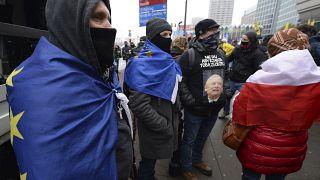 Coronahilfen und Rechte: Was wollen die Menschen, die in Polen protestieren?