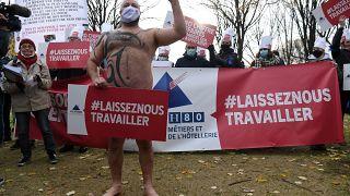 """Mobilsation du secteur de l'hotellerie-restauration ce lundi à Paris avec un mot d'ordre : """"Laissez-Nous Travailler""""."""
