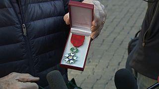 Ιταλοί λόγιοι επιστρέφουν το μετάλλιο της Λεγεώνας της Τιμής