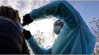 إطلاق اختبارات جماعية في عدة مدن فرنسية للكشف عن الإصابات بفيروس كورونا