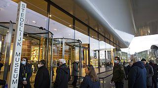 Ουρά σε μουσείο του Άμστερνταμ το πρωί της Δευτέρας