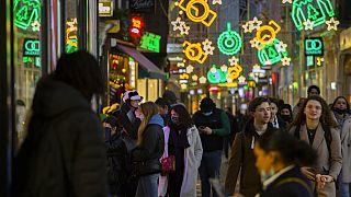 Koronavírus Európában: több ország is teljes lezárásban várja a karácsonyt