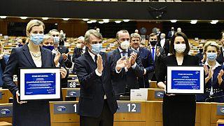 Sviatlana Tsikhanouskaya al Parlamento europeo con David Sassoli, il presidente dell'eurocamera