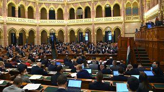 Hongrie : les LGBT n'ont, de facto, plus le droit d'adopter