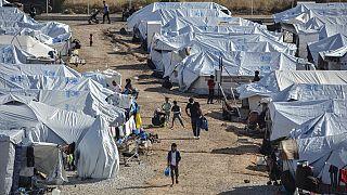 Midilli Adası'nda bir göçmen kampı