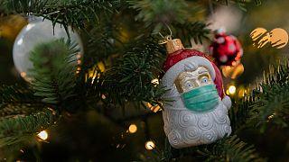 Pai Natal de máscara pode não ser suficiente para reunir a família em casa