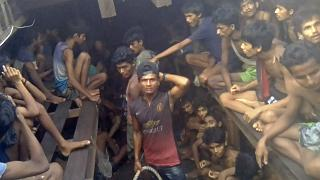 وحشية المهربين تجاه اللاجئين الروهينغا في عرض البحر