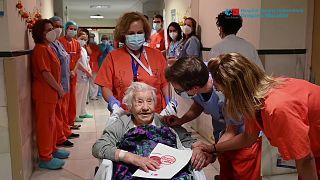 سيدة إسبانية تبلغ من العمر 104 أعوام تنجو من الإصابة بفيروس كورونا