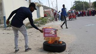 Hundreds of people rally against Somali President Farmaajo