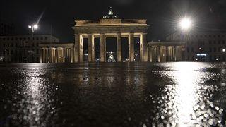 Das verlassene Brandenburger Tor in Berlin.