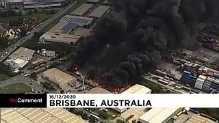 NO COMMENT | Masivo incendio en una zona industrial de Australia