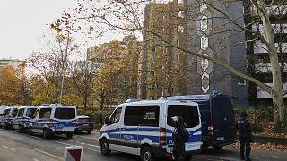 Almanya'nın başkenti Berlin'de polis, hırsızlık olayıyla ilgili bazı ev ve iş yerlerine baskın düzenledi