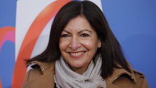 Die Strafe für zu viele Direktorinnen in ihrer Verwaltung zahle sie gerne, so die Pariser Bürgermeisterin Hidalgo.
