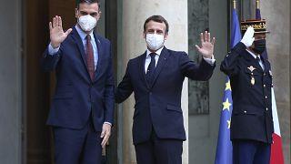 Los presidentes Emmanuel Macron y Pedro Sánchez en una imagen del lunes 14 de diciembre.
