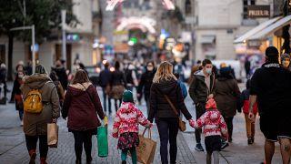 Une rue piétonne en France, quelques jours avant Noël
