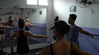 Brazillian young ballet dancers dreaming big