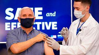 تزریق واکسن کرونا به مایک پنس