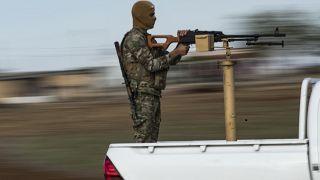 """""""Türkiye'nin desteklediği Suriye Milli Ordusu ile YPG, Ayn İsa'da çatıştı"""""""