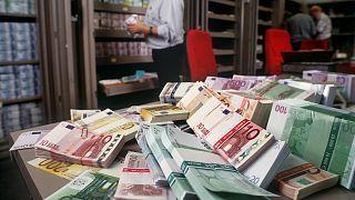 Halomban az eurós bankjegyek egy svájci váltóirodában
