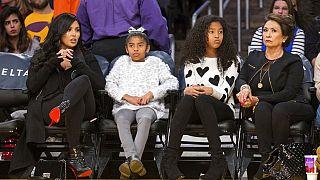 Kobe Bryant'ın eşi Vanessa Bryant (en solda), kızları ve annesi Sofia Laine (en sağda)