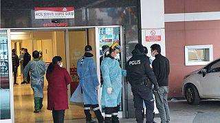 Gaziantep'te hastanede çıkan yangında 55 yaş üstü 8 Covid-19 hastası yaşamını yitirdi.