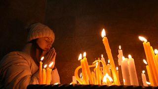 Ένα κερί και μια προσευχή για τους χιλιάδες νεκρούς του πολέμου για το Ναγκόρνο Καραμπάχ