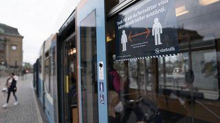 للمرة الأولى.. السويد تطالب مواطنيها بارتداء الأقنعة الواقية للوجه في وسائل النقل العام