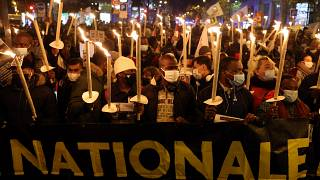 آلاف المهاجرين المقيمين بطريقة غير قانونية يتظاهرون في فرنسا