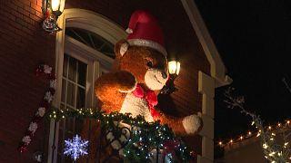 """شاهد: زينة الميلاد بأبهى حللها في حيّ """"دايكر هيتس"""" في بروكلين الأمريكية"""