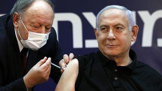 Israël : Benjamin Netanyahu s'est fait vacciner, la campagne de vaccination est lancée