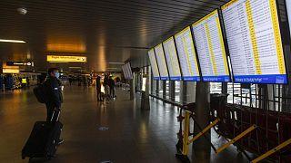 قاعة المغادرة في مطار سيخبول جنوب العاصمة الهولندية أمستردام