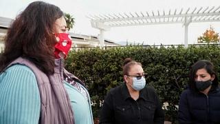 Aleida Ramírez junto a un grupo de vecinas en California