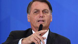 يتحدث الرئيس البرازيلي جايير بولسونارو خلال حفل تنصيب وزير السياحة الجديد جيلسون ماتشادو في قصر بلانالتو في برازيليا، في 17 ديسمبر 2020