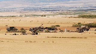 القوات التونسية تتمركز في منطقة جبل الشعانبي خلال عملية جوية وبرية ضد متشددين بالقرب من الحدود الجزائرية، 2 أغسطس 2013