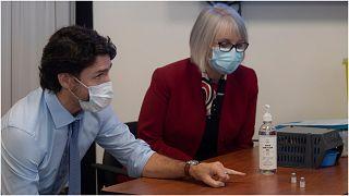 رئيس الوزراء الكندي ترودو برفقة وزيرة الصحة باتي هاجدو