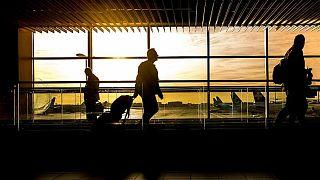 دول كثيرة حول العالم علّقت الرحلات الجوية من وإلى بريطانيا بعد اكتشاف سلالة جديدة من فيروس كورونا المستجد في المملكة المتحدة