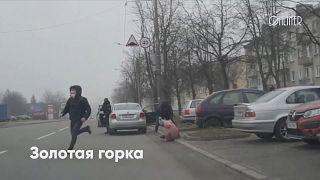 Des manifestations en petits groupes, et des arrestations à Minsk
